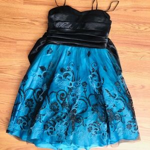 🔵 Dark Teal Strapless Dress with Decorative Lace